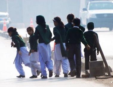 Al menos 84 niños mueren en ataque talibán a escuela en Pakistán