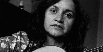 Cien años de Violeta Parra: la violencia contra las mujeres hecha canción