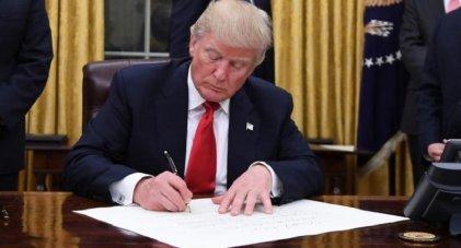 Trump firmó el presupuesto tras las amenazas de vetarlo