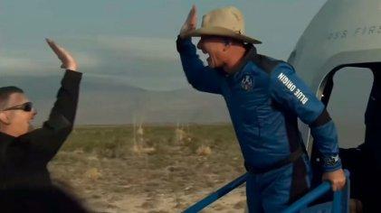 Jeff Bezos dio una vuelta por el espacio y volvió a la tierra a seguir facturando