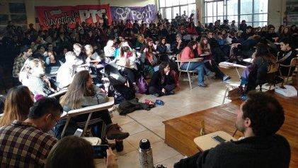 UBA: por un movimiento estudiantil que se una a los trabajadores para derrotar el saqueo de Macri y el FMI