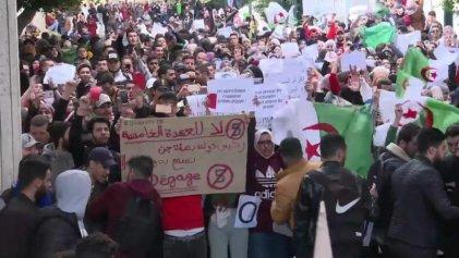 Los argelinos movilizados contra una nueva candidatura de Bouteflika