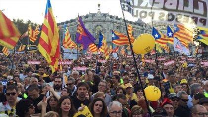 """Masiva manifestación en Madrid en solidaridad con el pueblo catalán: """"¡Presos políticos, libertad!"""""""