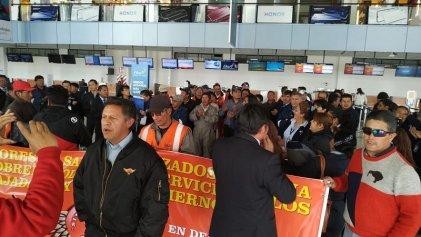 Bolivia: aeronáuticos protestaron por pagos atrasados, estabilidad y respeto a sus organizaciones