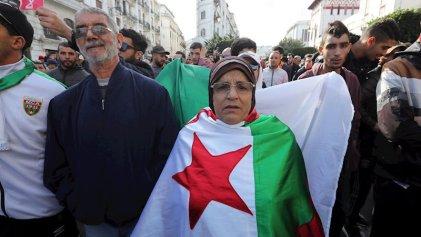 Las protestas argelinas recuperan la plaza de la Grand Poste durante las elecciones