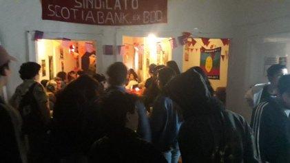 Valparaíso: Peña Rebelión reúne a decenas de jóvenes y trabajadores que compartieron junto al dirigente obrero Raúl Godoy