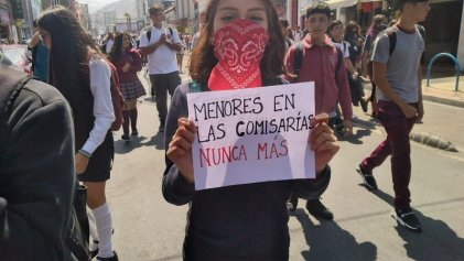 Estudiantes secundarios salen a las calles de Antofagasta contra la represión de Piñera