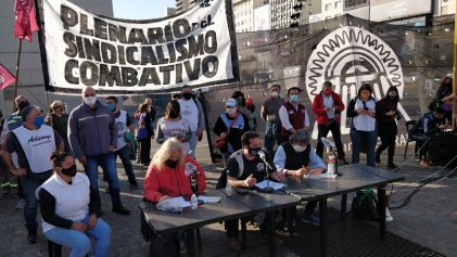 Conferencia de prensa del sindicalismo combativo en el obelisco porteño