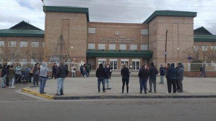 Protesta contra despidos, persecución y maltrato laboral en el hospital de Cutral Có