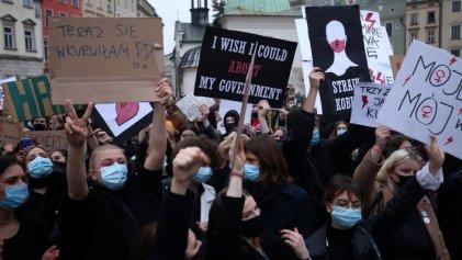 """Polonia: """"Nos manifestamos contra la violación de los derechos de las mujeres y por el fin del actual Gobierno"""""""