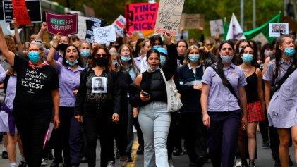 Miles de mujeres marchan en Australia contra abusos y acoso sexual en el Estado