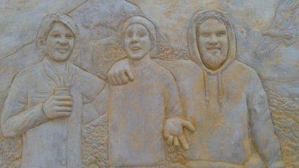 """Destruyen mural """"Tres mártires populares patagónicos"""" en Junín de los Andes."""