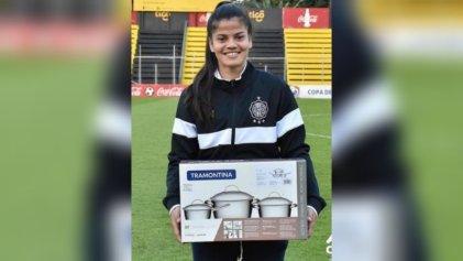 Las ollas no son nuestro regalo: polémica por el premio a una futbolista