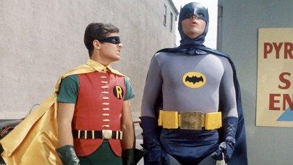 Robin revela que es bisexual en un nuevo cómic de Batman