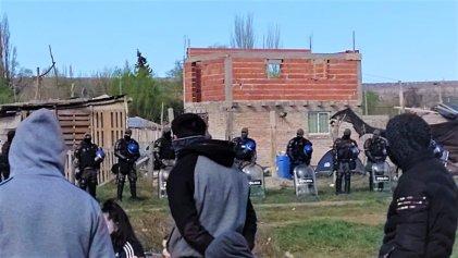 Familias de Allen que reclaman tierras son asediadas por la policía