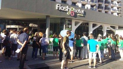 Las Kellys plantan cara a la precariedad frente al Hotel Flash Benidorm