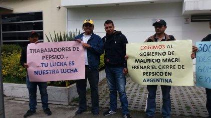 Colombia: manifestación en la Embajada de Argentina en rechazo al cierre de PepsiCo y la represión