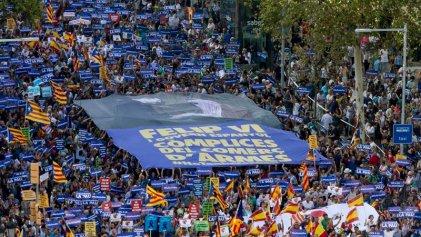 Entre unidades nacionales, rey y 'mossos': un Régimen tocado