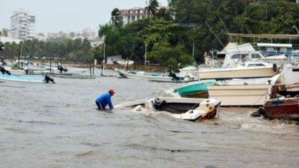 """Cientos de casas inundadas en Guerrero por paso de """"Max"""""""