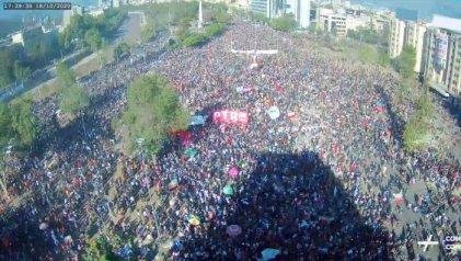 Decenas de miles se manifestaron en Chile a un año del estallido social