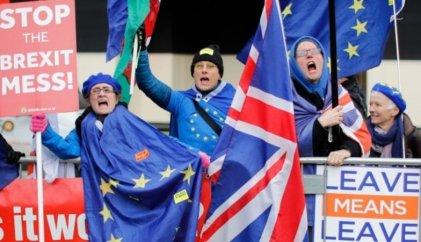 Peleas por el Brexit y crisis en Reino Unido: cierre de empresas y disminución de salarios