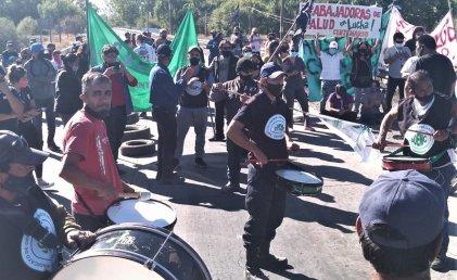 Trabajadores municipales, de salud y docentes vuelven a marchar juntos en Centenario