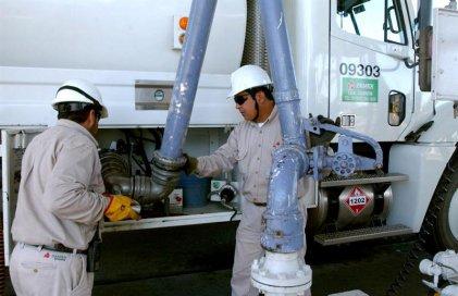 En Petróleos Mexicanos, miles de trabajadores en la incertidumbre