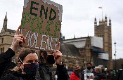 Lo que revelan las protestas por el femicidio de Sarah Everard en el Reino Unido