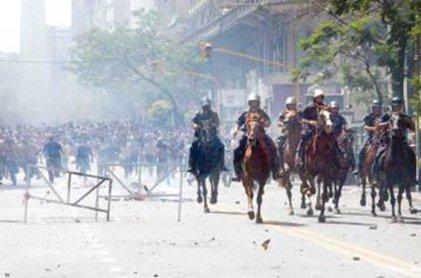 Cuando la lucha en las calles echó al presidente