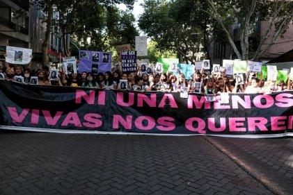 [Fotogalería] Imágenes de la multitudinaria movilización por el femicidio de Florencia Romano en Mendoza