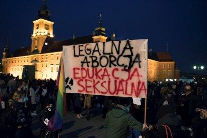 Masivas protestas en Polonia ante la promulgación de la prohibición total del aborto
