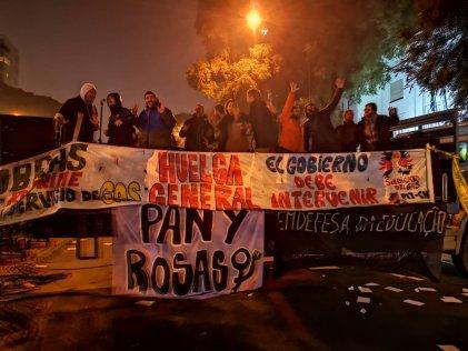 Acto frente a la Embajada de Brasil en Montevideo en sintonía con la Huelga General en Brasil