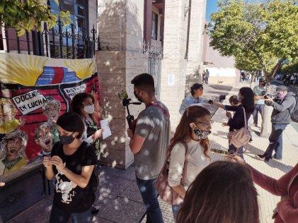Nueva protesta del Colectivo de Docentes contra el Gobierno puntano