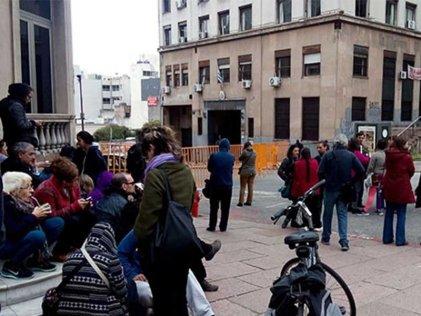 Violan libertades democráticas en Uruguay