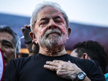 Lula lidera las encuestas a pesar del fallo arbitrario en su contra