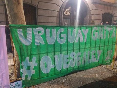 Solidaridad en Uruguay con la lucha por el aborto legal en Argentina