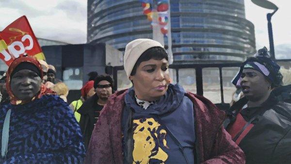 """""""Dejar de fregar y tomar las armas"""": la huelga de las kellys del hotel Ibis Batignolles de Paris"""
