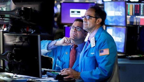 Claves para entender la caída del petróleo que arrastra a los mercados financieros