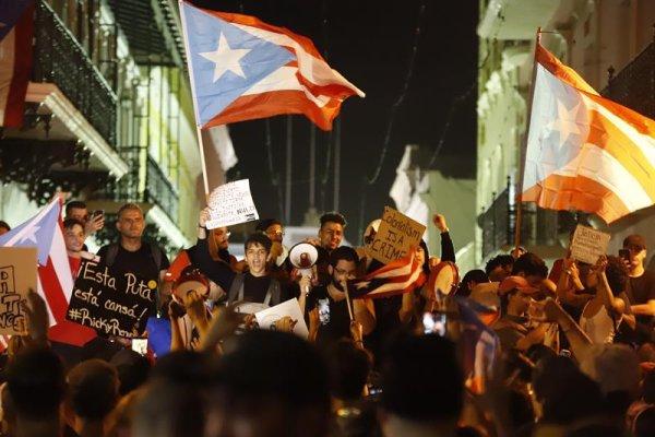 Puerto Rico: Bad Bunny y Residente se unen a vigilia ante inminente renuncia del gobernador