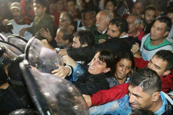 Uruguay: Solidaridad con docentes argentinos reprimidos