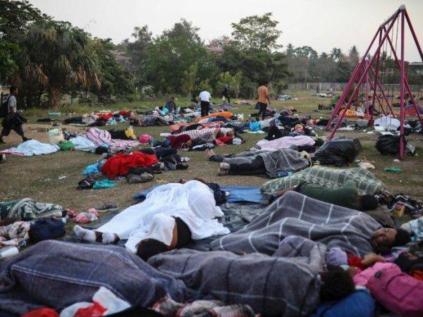 Caravana de migrantes acampa en Tijuana a la espera de que EE. UU. otorgue asilo